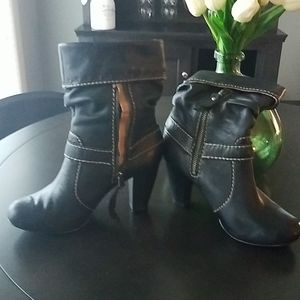 Fossil boots black size 6
